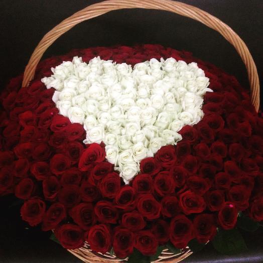 Корзина 301 роза Сердце: букеты цветов на заказ Flowwow