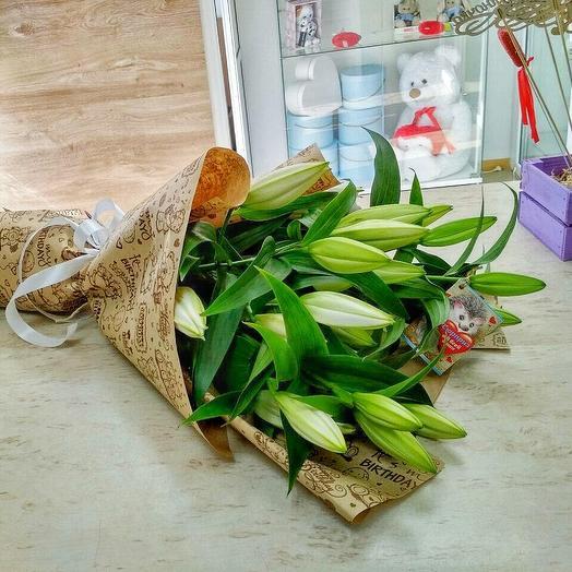 Букет из 5 лилий в крафт-бумаге: букеты цветов на заказ Flowwow
