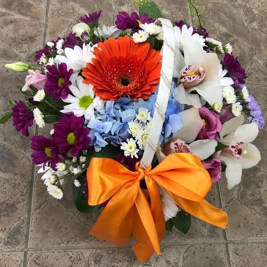 Яркая корзинка: букеты цветов на заказ Flowwow
