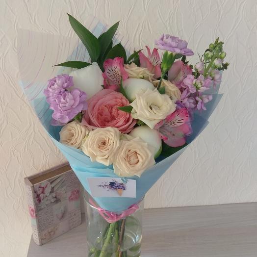 Букет с пионами и кустовой розой: букеты цветов на заказ Flowwow