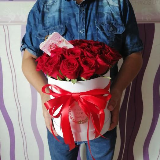 Коробка из 25 красных роз: букеты цветов на заказ Flowwow