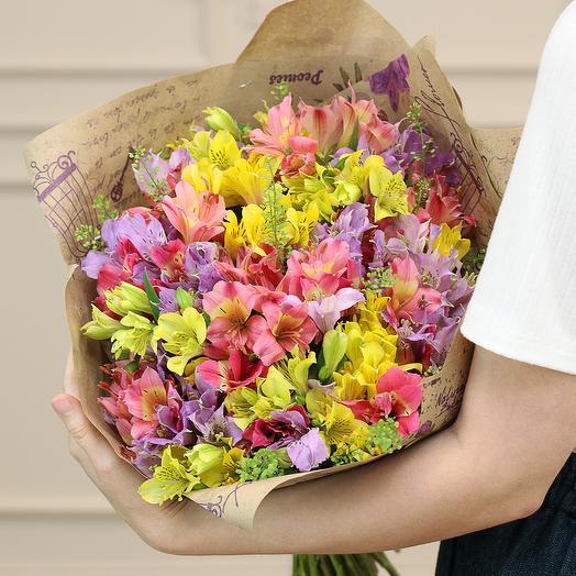 Букеи из 25 альстромерий в крафте: букеты цветов на заказ Flowwow