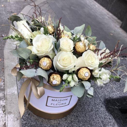 Стильная коробка с любимыми конфетами: букеты цветов на заказ Flowwow