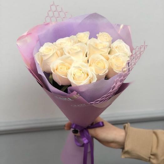 11 белых роз 50 см в дизайнерской упаковке