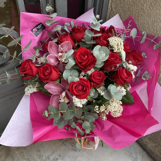 15 roses with orchids