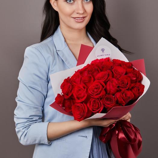 35 премиальных красных роз