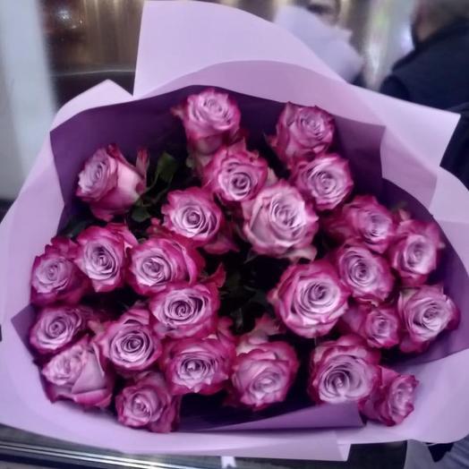 Розы deep purple в дизайнерской упаковке 29 Шт: букеты цветов на заказ Flowwow