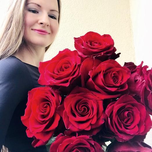 Букет из великолепных крупных длинных роз (60 -70 см длина)