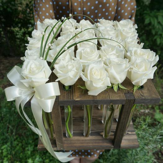 Рамка с 25 белыми розами