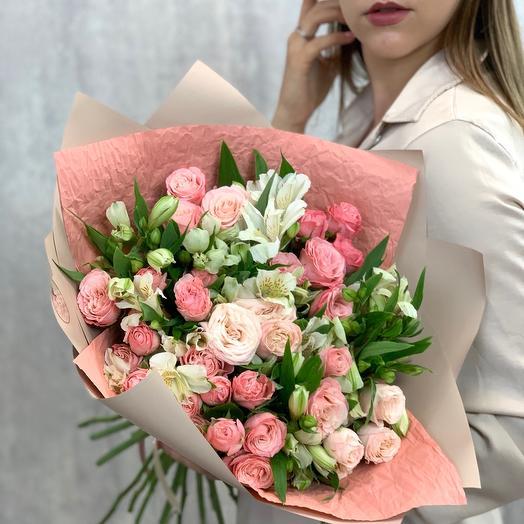 Авторский букет с альстромерией и пионовидной розой