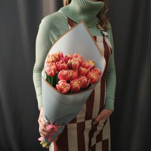 """Букет """"19 пионовидных кремово-малиновых тюльпанов"""""""