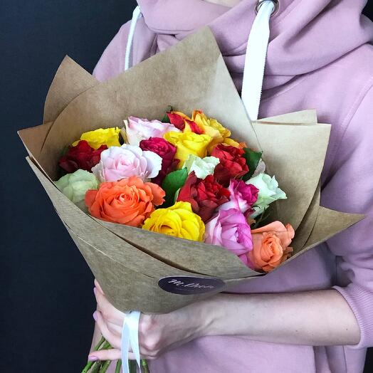 19 разноцветных роз 40 см
