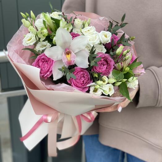 Букет Нежный из роз, цимбидиума, эустомы и альстромерии