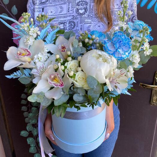 Цветы в коробке Ириска