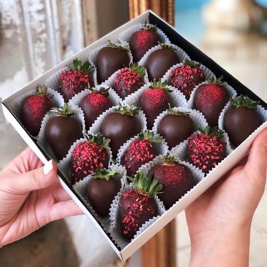 Клубника в темном шоколаде Dark Berry (20-25 ягод)