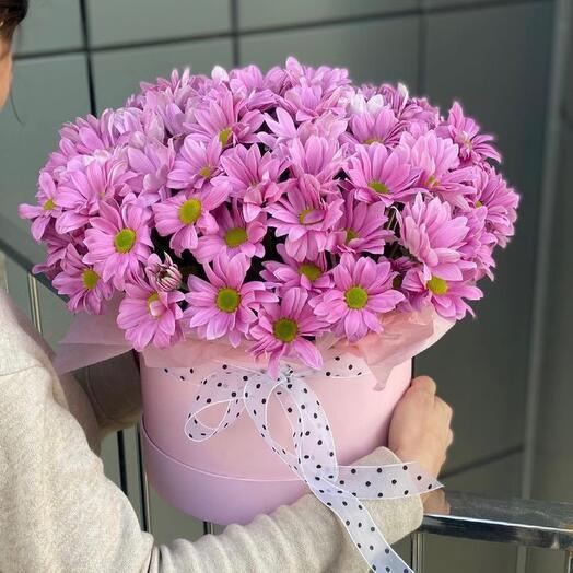 Шляпная коробка с розовой кустовой хризантемой «Окно в Париж»