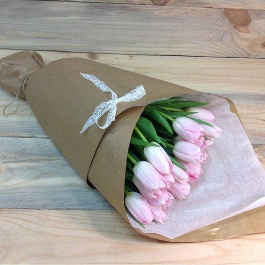 25 розовых тюльпанов в бумаге