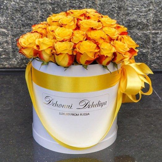 Голландские Жёлтые Розы в белой шляпной коробке 41-45 шт