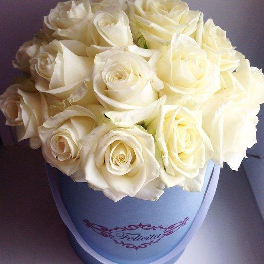 Белые розы в шляпной коробке: букеты цветов на заказ Flowwow