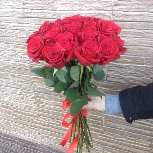 Букет из 21 красной местной розы 70 см: букеты цветов на заказ Flowwow