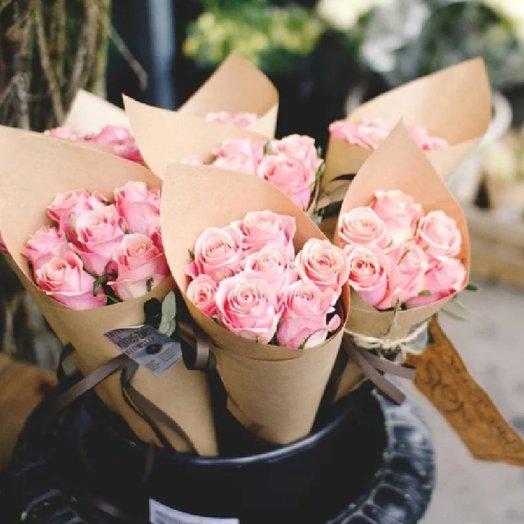 7 розовых роз: букеты цветов на заказ Flowwow