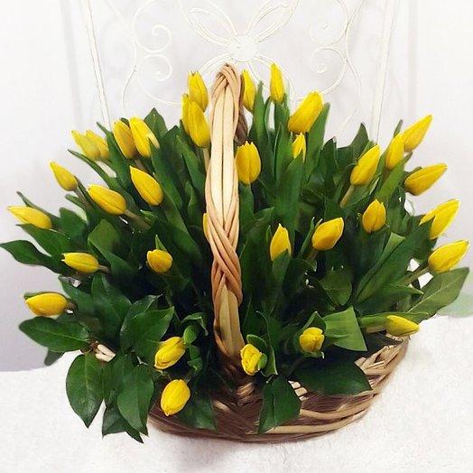 "Желтые тюльпаны в корзине ""Желтый жемчуг"": букеты цветов на заказ Flowwow"
