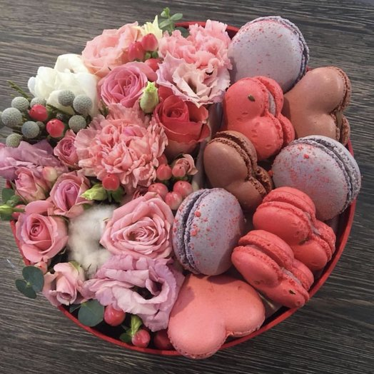 """Цветы в коробочке """"любимой девушке»"""