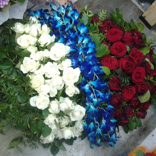 Дань памяти: букеты цветов на заказ Flowwow