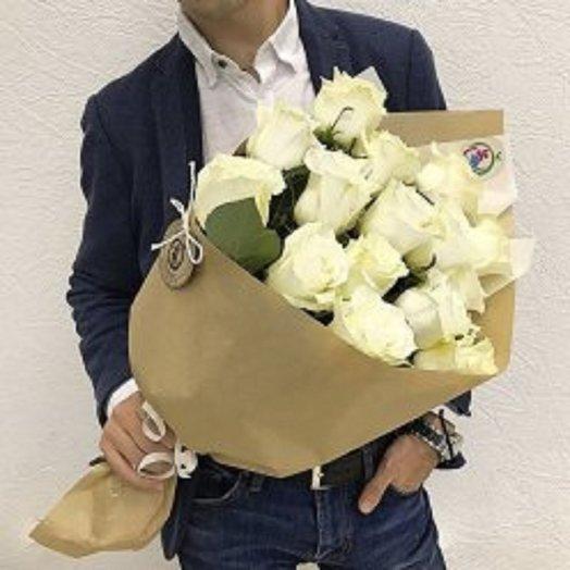 17 белых роз: букеты цветов на заказ Flowwow