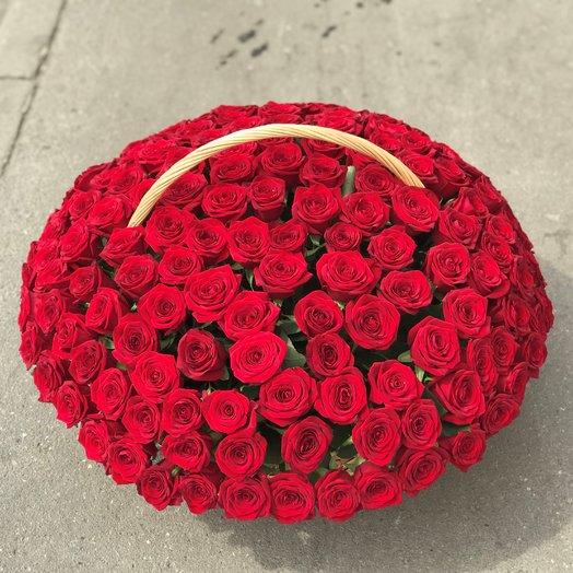 Корзины с цветами.  Красные Розы. 151 роза. N158