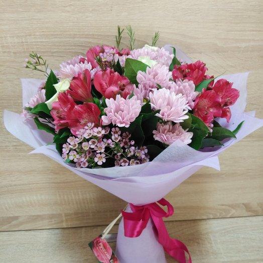 Букет с розовой альстромерией и хризантемой