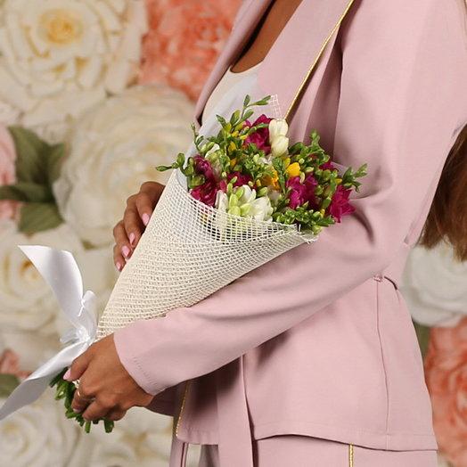 29 фрезий: букеты цветов на заказ Flowwow
