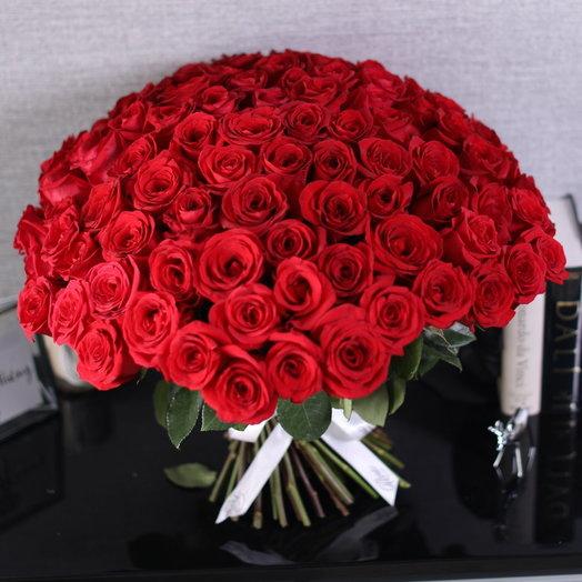 Букет из 101 красной голландской розы 60 см: букеты цветов на заказ Flowwow