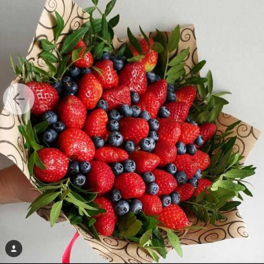 Клубничный букет «голубика»: букеты цветов на заказ Flowwow