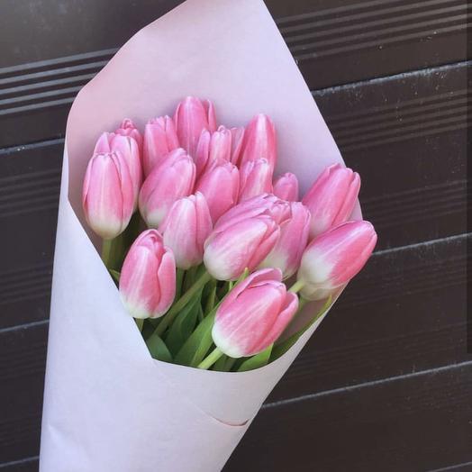 Букет из 17 тюльпанов: букеты цветов на заказ Flowwow