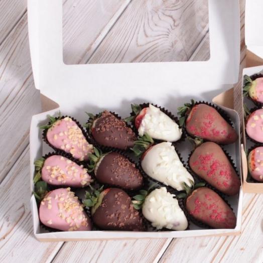 Клубника 12шт в Бельгийском шоколаде: букеты цветов на заказ Flowwow