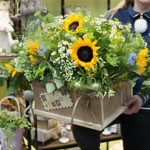 """Композиция из подсолнухов """"Солнечная посылка"""": букеты цветов на заказ Flowwow"""