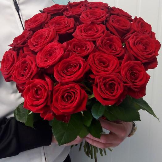 25 бордовых роз: букеты цветов на заказ Flowwow