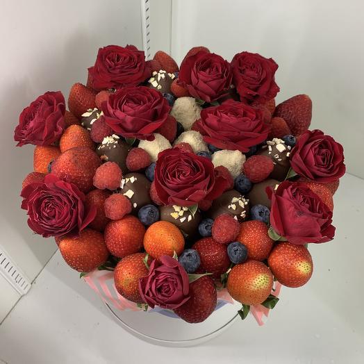 Клубника в шоколаде в шляпной коробке: букеты цветов на заказ Flowwow