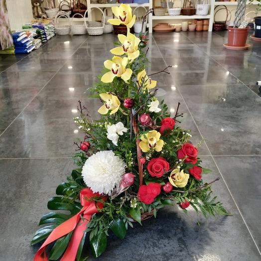"""Basket """"Luxury is in your hands"""": flowers to order Flowwow"""