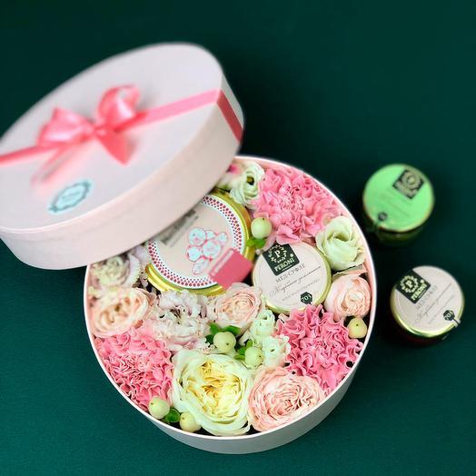 Подарочный набор 5021: букеты цветов на заказ Flowwow