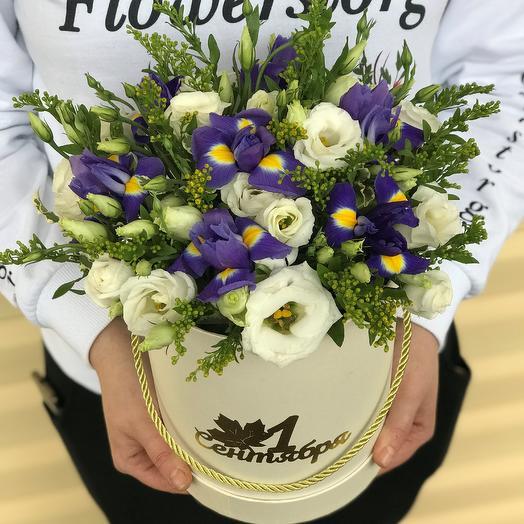 1 сентября.Коробки с цветами. Эустома с ирисом. N561: букеты цветов на заказ Flowwow