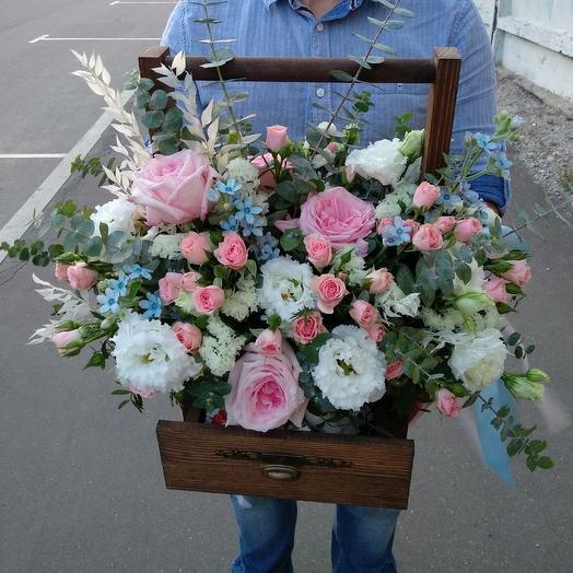Цветочный ящик с конфетами: букеты цветов на заказ Flowwow