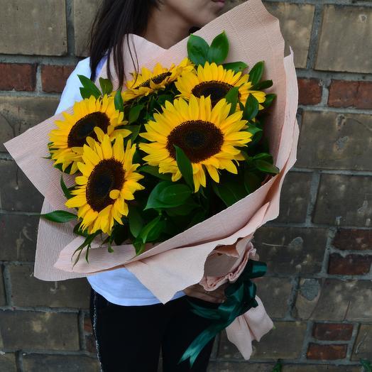 Букет из ярких подсолнухов: букеты цветов на заказ Flowwow