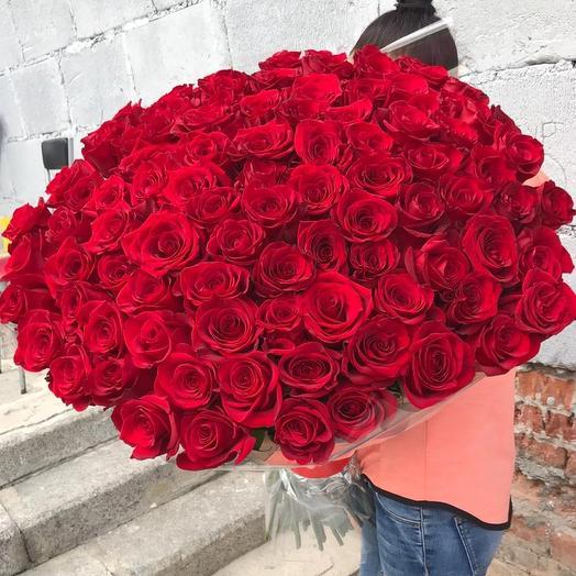 Невероятно эффектный букет из 101 высокой розы: букеты цветов на заказ Flowwow