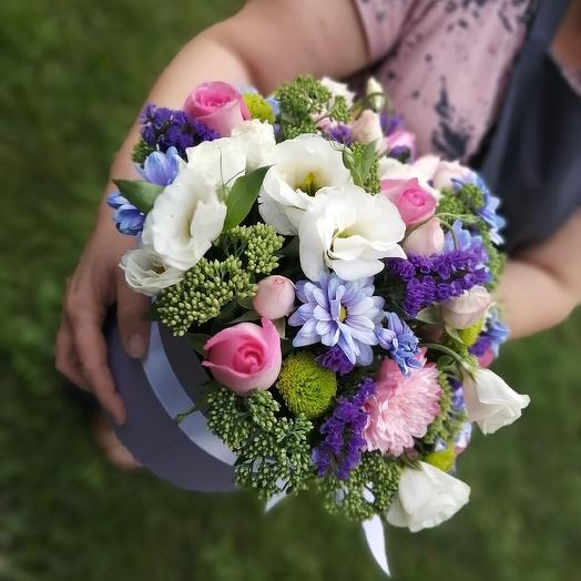 Коробка шляпная, очаровательная: букеты цветов на заказ Flowwow