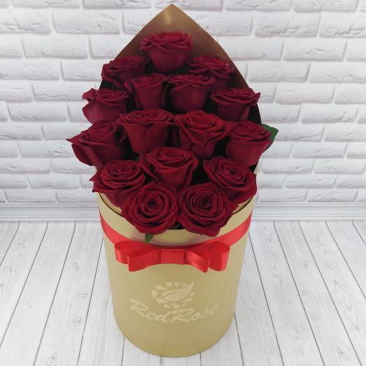 17 красных роз в коробочке цвета золота: букеты цветов на заказ Flowwow