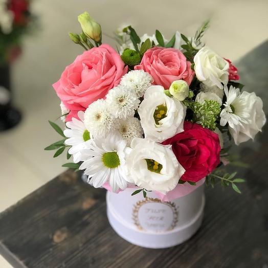 Нежный цветочный микс в шляпной коробке
