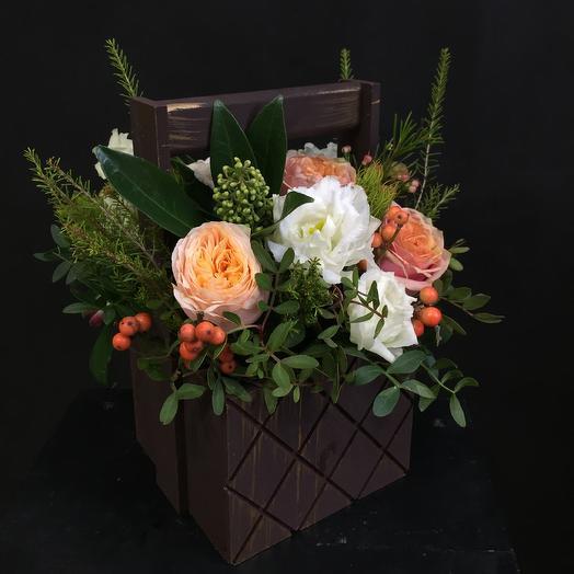 Деревянный ящичек: букеты цветов на заказ Flowwow