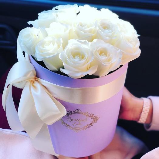 Белые розы в шляпной коробке (15 шт)